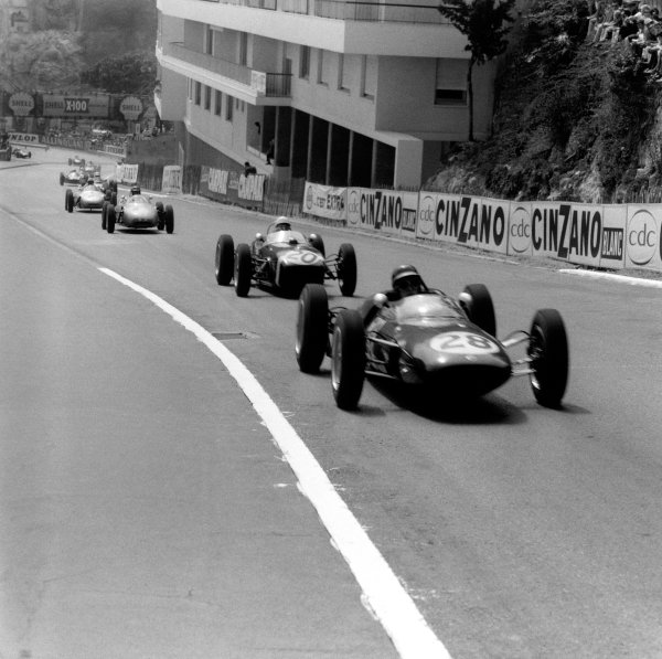 Monte Carlo, Monaco. 14 May 1961.Jim Clark (Lotus 21-Climax), 10th position, leads Stirling Moss (Lotus 18-Climax), 1st position, action. World Copyright: LAT Photographic.Ref:  8647.
