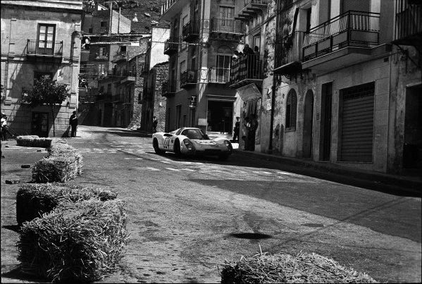 Little Madonie Circuit, Sicily, Italy. 5th May 1968. Vic Elford/Umberto Maglioli (Porsche 906), 1st position, action. 