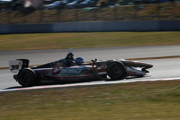 Fuji, Japan. 23rd - 24th November 2013. Rd 7. Fuji Sprint Cup. Winner Yuji Kunimoto ( #39 P.MU/CERUMO·INGING ), action. World Copyright: Yasushi Ishihara/LAT Photographic. Ref: 2013JAF_GP_SF_008