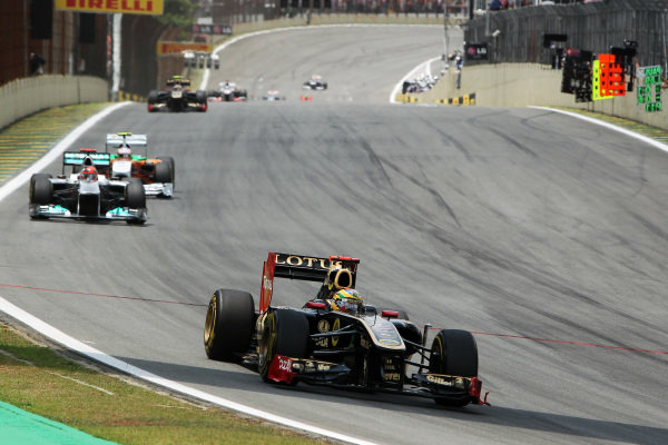 Bruno Senna (BRA) Lotus Renault GP R31. Formula One World Championship, Rd 19, Brazilian Grand Prix, Race, Interlagos, Sao Paulo, Brazil, Sunday 27 November 2011.