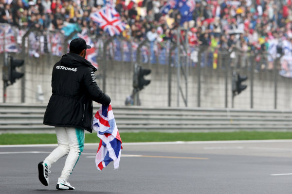 Shanghai International Circuit, Shanghai, China.  Friday 07 April 2017.  Lewis Hamilton, Mercedes AMG, takes to the track to entertain the fans and picks up a Union Flag. World Copyright: Charles Coates/LAT Images  ref: Digital Image AN7T4860
