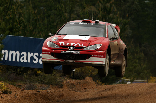 2003 FIA World Rally Champs. Round Ten Telstra Rally Australia 4th-7th September 2003. Richard Burns, Peugeot, Action.  World Copyright: McKlein/LAT