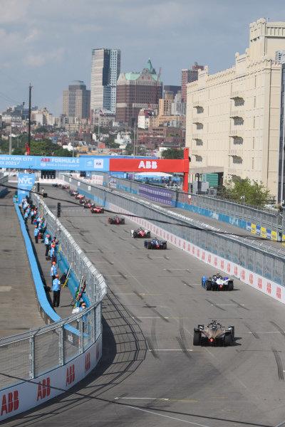 Jake Dennis (GBR), BMW I Andretti Motorsport, BMW iFE.21, leads Antonio Felix da Costa (PRT), DS Techeetah, DS E-Tense FE21