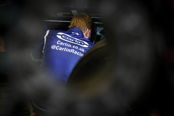 #59: Max Chilton, Carlin Chevrolet, crew