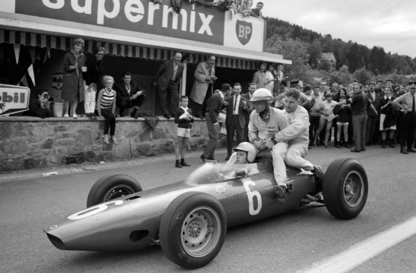 Giancarlo Baghetti, BRM P57 gives a lift to non-finishers Phil Hill and Andre Pilette.