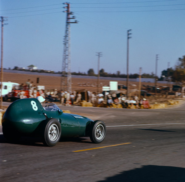Ain-Diab, Casablanca, Morocco. 17th - 19th October 1958.Stirling Moss (Vanwall VW5) 1st position, action.World Copyright: LAT Photographic.Ref: 3 - 0123.