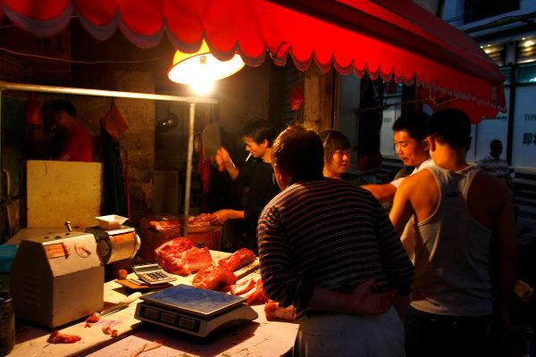 Shanghai International Circuit, Shanghai, China16th October 2008A Chinese butcher's shop.World Copyright: Charles Coates/LAT Photographicref: Digital Image _26Y6462