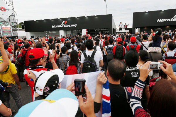 Suzuka Circuit, Suzuka, Japan.  Saturday 26 September 2015. Jenson Button, McLaren, greets fans from the Honda Racing F1 stand. World Copyright: Alastair Staley/LAT Photographic ref: Digital Image _79P6790