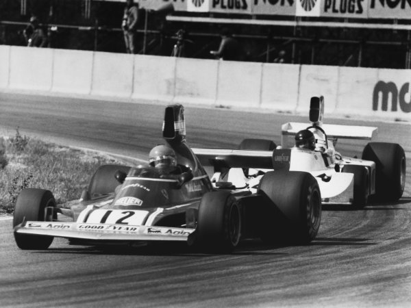 Anderstorp, Sweden. 7th - 9th June 1974. Niki Lauda (Ferrari 312B3), retired leads James Hunt (Hesketh 308-Ford), 3rd position, action World Copyright: LAT Photographic Ref:  B/W Print