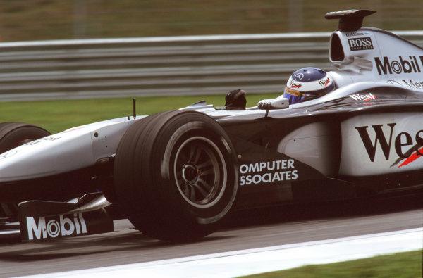 Sepang, Kuala Lumpur, Malaysia.20-22 October 2000.Mika Hakkinen (McLaren MP4/15 Mercedes) 4th position.Ref-35mm A69.World Copyright - Tee/LAT Photographic
