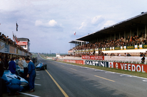 Reims, France. 29/6-1/7 1956. The start/finish straight at the Reims circuit. The works Gordini in the pits.Ref-56 FRA 12. World Copyright - LAT Photographic