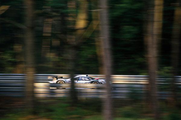1998 Le Mans 24 Hours. Le Mans, France. 6th - 7th June 1998. Allan McNish/Laurent Aiello/Stephane Ortelli (Porsche 911 GT1-98) 1st position, action. World Copyright: LAT Photographic. Ref:  98LM17