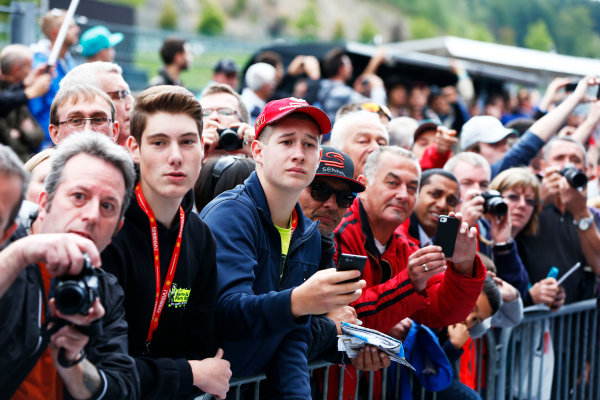 Spa-Francorchamps, Spa, Belgium. Thursday 21 August 2014. Fans wait to meet the drivers. World Copyright: Andy Hone/LAT Photographic. ref: Digital Image _ONZ5320