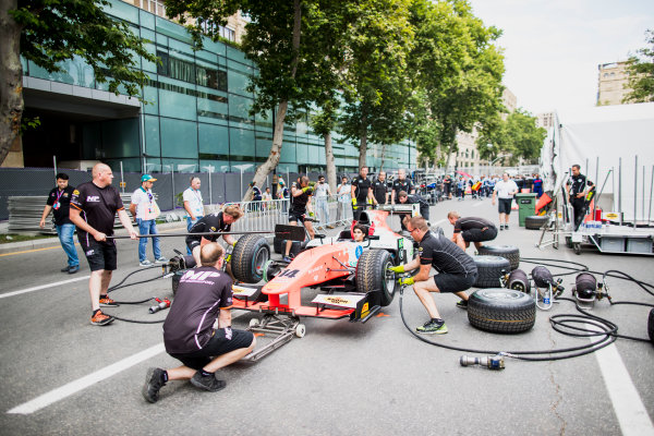 2017 FIA Formula 2 Round 4. Baku City Circuit, Baku, Azerbaijan. Thursday 22 June 2017. Sergio Sette Camara (BRA, MP Motorsport) practice pitstops. Photo: Zak Mauger/FIA Formula 2. ref: Digital Image _54I9314