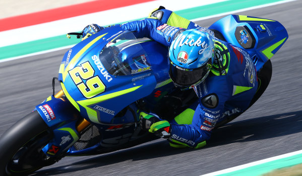 2017 MotoGP Championship - Round 6 Mugello, Italy Saturday 3 June 2017 Andrea Iannone, Team Suzuki MotoGP, with the Nicky Hayden Tribute helmet World Copyright: Gold & Goose Photography/LAT Images ref: Digital Image 674065