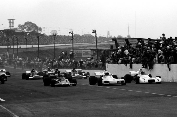 The start of the race in which only twelve cars started. Front row (l-r) Emerson Fittipaldi (BRA), Lotus 72D; pole sitter Carlos Reutemann (ARG), Brabham BT34; Wilson Fittipaldi (BRA), Brabham BT33.Brazilian Grand Prix, Interlagos, Sao Paolo, Brazil, 30 March 1972.