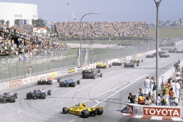 1980 United States Grand Prix West.Long Beach, California, USA. 28-30 March 1980.Emerson Fittipaldi (Fittipaldi F7-Ford Cosworth) brings up the rear of the field at the start. Fittipaldi finished in 3rd position.World Copyright: LAT PhotographicRef: 35mm transparency 80LB18