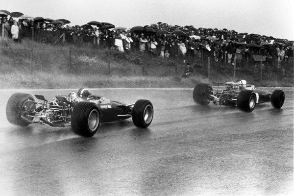 1968 Dutch Grand Prix.Zandvoort, Holland. 23 June 1968.Jack Brabham, Brabham BT26-Repco, retired, leads Jo Siffert, Lotus 49-Ford, retired, action.World Copyright: LAT PhotographicRef: Motor b&w print