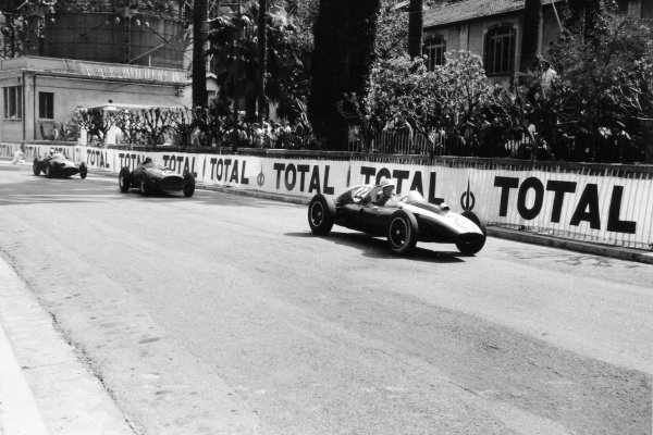 1959 Monaco Grand Prix Monte Carlo, Monaco. 10 May 1959 Bruce McLaren, Cooper T51-Climax, 5th position, leads Tony Brooks, Ferrari Dino 246, 2nd position, and Harry Schell, BRM P25, retired, action World Copyright: LAT PhotographicRef: Autosport b&w print