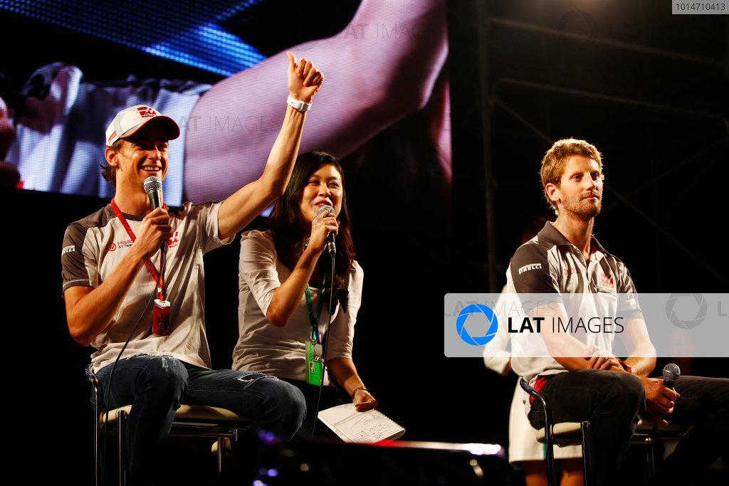 Suzuka Circuit, Japan. Saturday 08 October 2016. Esteban Gutierrez, Haas F1, and Romain Grosjean, Haas F1, at a fan event. World Copyright: Andy Hone/LAT Photographic ref: Digital Image _ONY5331