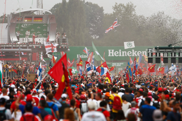 Autodromo Nazionale di Monza, Italy. Sunday 4 September 2016. Fans invade the track after the race for the podium celebrations. World Copyright: Zak Mauger/LAT Photographic ref: Digital Image _X0W7114