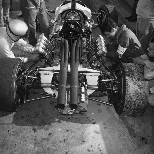 1966 Monaco Grand Prix. Monte Carlo, Monaco. 19th - 22nd May 1966.  Bruce McLaren (McLaren M2B Ford), retired. This was the team's debut Grand Prix., portrait.  World Copyright: LAT Photographic. Ref: 34007.