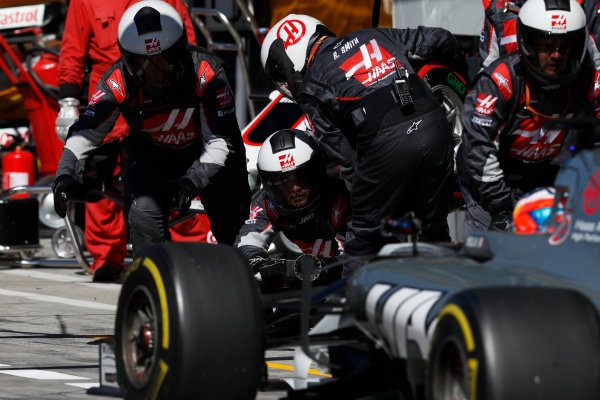 Autodromo Nazionale di Monza, Italy. Sunday 03 September 2017. Romain Grosjean, Haas F1 Team VF-17, pitstop. World Copyright: Glenn Dunbar/LAT Images  ref: Digital Image _31I3907