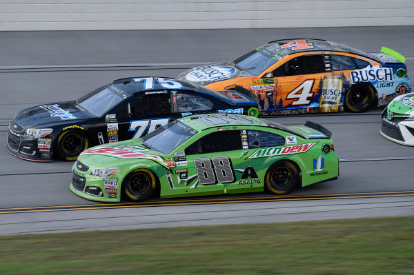 Monster Energy NASCAR Cup Series Alabama 500 Talladega Superspeedway Talladega, AL USA Sunday 15 October 2017 Dale Earnhardt Jr, Hendrick Motorsports, Mountain Dew Chevrolet SS, Kevin Harvick, Stewart-Haas Racing, Busch Light Outdoors Ford Fusion World Copyright: Rusty Jarrett LAT Images