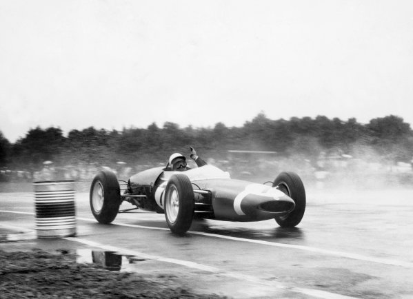 Ardmore, New Zealand. 6th January 1962. Stirling Moss (Lotus 21), 1st position, action. World Copyright: LAT Photographic Ref:  Autcar Used Pic 19th January 1962 Pg 123.