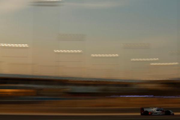 2015 FIA World Endurance Championship Bahrain 6-Hours Bahrain International Circuit, Bahrain Saturday 21 November 2015. Marcel F?ssler, Andr? Lotterer, Beno?t Tr?luyer (#7 LMP1 Audi Sport Team Joest Audi R18 e-tron quattro). World Copyright: Alastair Staley/LAT Photographic ref: Digital Image _R6T9983