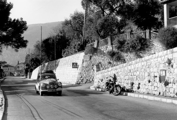 Monte Carlo, Monaco. 20th - 27th January 1953. Stirling Moss / John Cooper (Sunbeam - Talbot 90), 6th position, action. World Copyright: LAT Photographic. Ref: 4830E - 28.