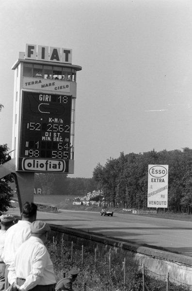 Ninian Sanderson, Ecurie Ecosse, Jaguar D-Type, approaches the scoring tower.