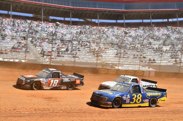 #18: Chandler Smith, Kyle Busch Motorsports, Toyota Tundra JBL, #38: Todd Gilliland, Front Row Motorsports, Ford F-150 Speedco