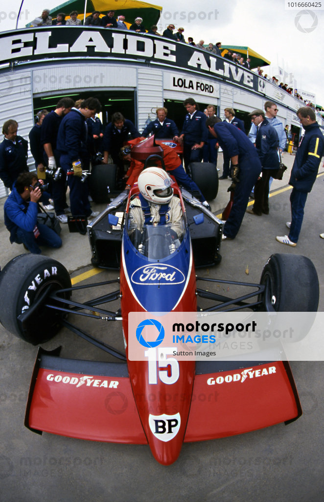 Alan Jones (AUS) Lola THL2, DNF at Australian Grand Prix, Adelaide, 26 October 1986
