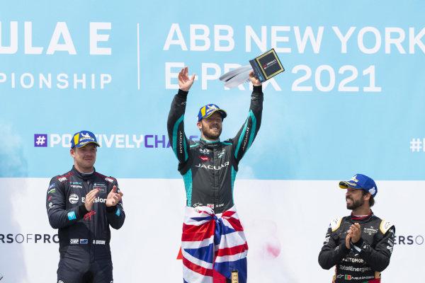 Nick Cassidy (NZL), Envision Virgin Racing, 2nd position, Sam Bird (GBR), Jaguar Racing, 1st position, and Antonio Felix da Costa (PRT), DS Techeetah, 3rd position, on the podium
