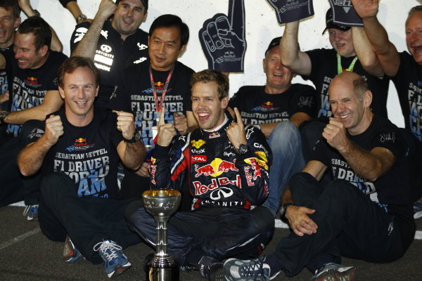Sebastian Vettel celebrates securing his second world championship with Christian Horner, Adrian Newey, Helmut Marko and his father Norbert.