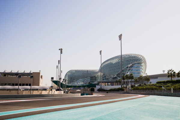 2017 FIA Formula 2 Round 11. Yas Marina Circuit, Abu Dhabi, United Arab Emirates. Thursday 23 November 2017. A view of the circuit. Photo: Zak Mauger/FIA Formula 2. ref: Digital Image _56I8255
