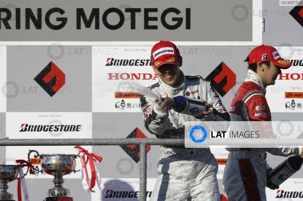 2007 Formula Nippon ChampionshipTwinring Motegi, Japan.19th - 20th May 2007Race podium - winner Takashi Kogure (PIAA Nakajima) 1st position.World Copyright: Yasushi Ishihara/LAT Photographicref: Digital Image 2007_FN_Rd3_010