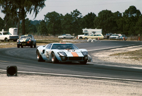 Sebring, Florida, USA. 23rd March 1968.Paul Hawkins/David Hobbs (Ford GT40), Not classified, leads Jim Gammon/Chris Waldron/Ben Scott (MGB), Not classified, action. World Copyright: LAT Photographic.Ref:  68S/CARS22