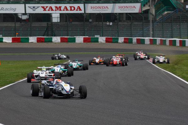 2011 Japanese Formula Three ChampionshipRound 1 - Suzuka, Japan.14th - 15th May 2011.Rd 1 Start of the race.World Copyright: Yasushi Ishihara/LAT Photographicref: Digital Image 2011JF3_R1_001