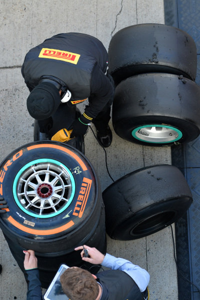 Pirelli engineers and Pirelli tyres. Formula One Testing, Jerez, Spain, Day Two, Wednesday 29 January 2014.