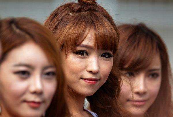 Korea International Circuit, Yeongam-Gun,South Korea. 16th October 2011. Grid Girls. Glamour.  World Copyright:Steve Etherington/LAT Photographic ref: Digital Image SNE20348 1