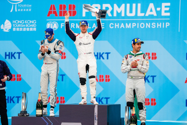 Race winner Sam Bird (GBR), Envision Virgin Racing holds his trophy aloft on the podium alongside Edoardo Mortara (CHE) Venturi Formula E, 2nd position, and Lucas Di Grassi (BRA), Audi Sport ABT Schaeffler, 3rd position