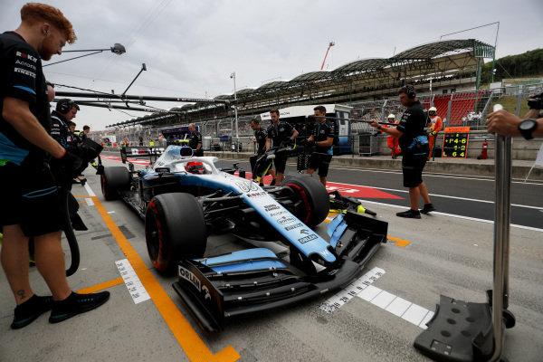 Robert Kubica, Williams FW42, in the pit lane
