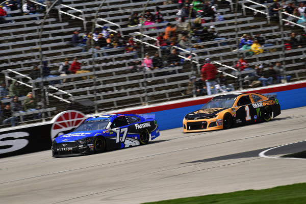 #17: Ricky Stenhouse Jr., Roush Fenway Racing, Ford Mustang Fastenal and #1: Kurt Busch, Chip Ganassi Racing, Chevrolet Camaro GEARWRENCH