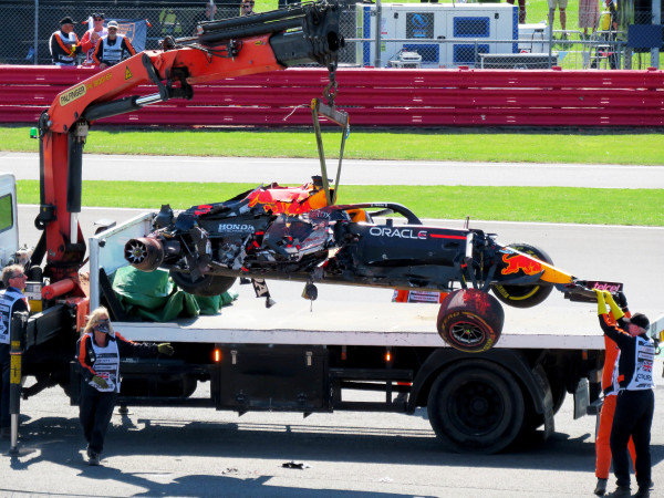 Max Verstappen, Red Bull Racing RB16B is loaded onto a truck after his crash with Sir Lewis Hamilton, Mercedes W12