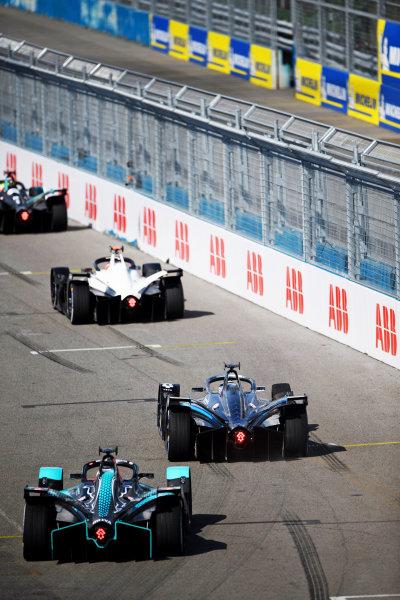 Nyck de Vries (NLD), Mercedes Benz EQ, EQ Silver Arrow 02, leads Sam Bird (GBR), Jaguar Racing, Jaguar I-TYPE 5