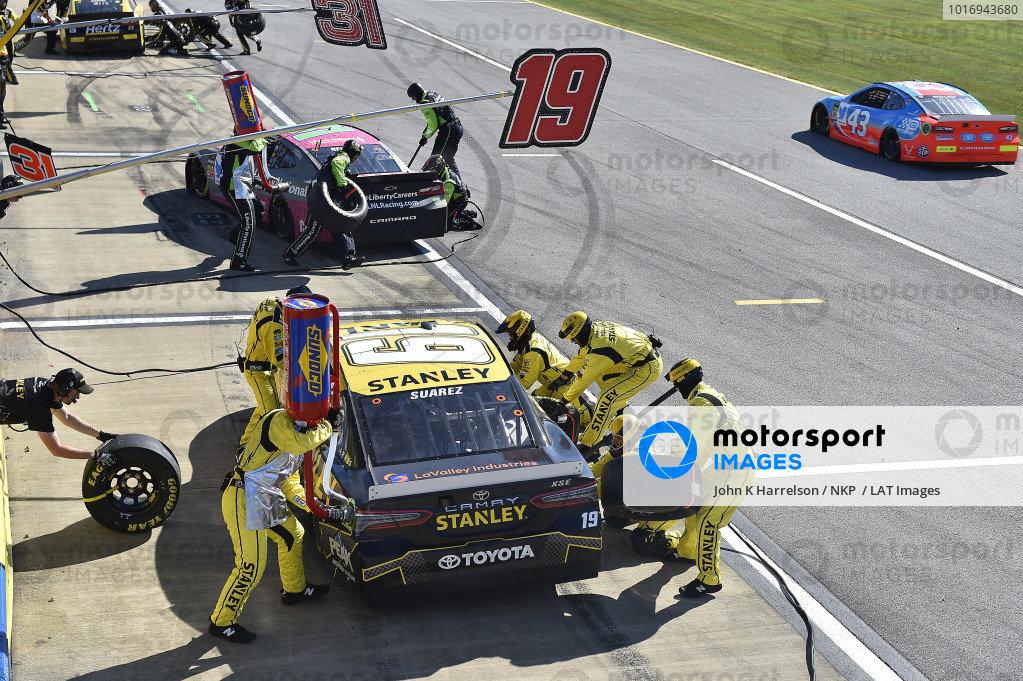 #19: Daniel Suarez, Joe Gibbs Racing, Toyota Camry STANLEY, makes a pit stop