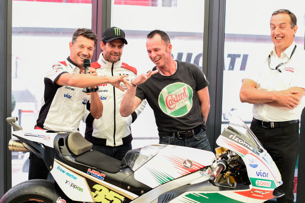 2017 MotoGP Championship - Round 12 Silverstone, Northamptonshire, UK. Thursday 24 August 2017 Lucio Cecchinello, Team LCR Honda Team Principal, Aaron Slight compare fingers, World Copyright: Gold and Goose / LAT Images ref: Digital Image 688307