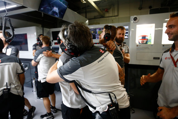 Suzuka Circuit, Japan. Saturday 8 October 2016. Haas F1 engineers celebrate a successful qualifying session. World Copyright: Andrew Hone/LAT Photographic ref: Digital Image _ONZ4673